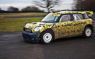 アンディ・プリオールがMINI WRCをテスト