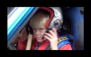 <動画>KP61で雪上を走るドライバーは8歳!? しかもロバンペラの息子!!?