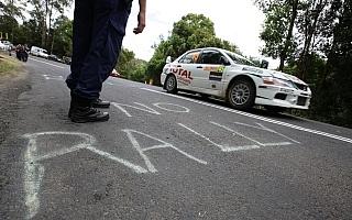 NO RALLY! にローブも困惑、新井敏弘車は被害〜WRCオーストラリア