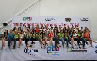 国際女性デーを記念してメキシコで女性スタッフが集合