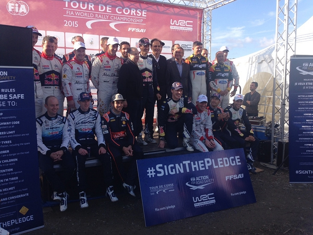 FIAのジャン・トッド会長とのドライバー集合写真。