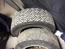 初日30km近くのターマックを走って摩耗したタイヤ