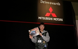 三菱自動車、東京オートサロン会場でモータースポーツカレンダーを配布中!