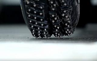 【動画】ホスピタリティで活躍? スパイクタイヤの活用法(パロディ)