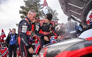WRCスウェーデン:総合2位のパッドン、最終ステージでヒットし水漏れ