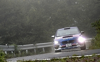 全日本ラリー モントレー:雨と霧に覆われた初日は新井敏弘が首位