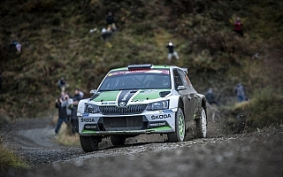 WRC英国:WRC2勝利のラッピ、タイトルへの望みつなぐ