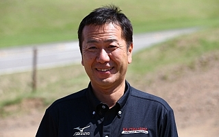 TRDが北海道でスノーレッスンを開催、特別講師に奴田原文雄