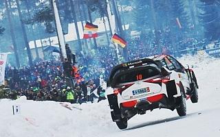 WRCスウェーデン:新世代WRカーの空中姿勢の違いを動画でチェック
