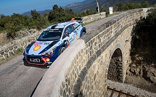 WRCフランス:2日目を終えヒュンダイのヌービルが首位、シトロエンのミークは脱落