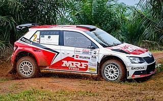APRCマレーシア:超マディな路面で波乱続出の初日、ベイビーがトップ
