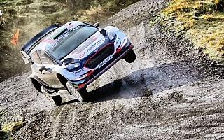 WRCラリーGB:地元のエバンスがデイ2首位、Mスポーツがトップ3独占
