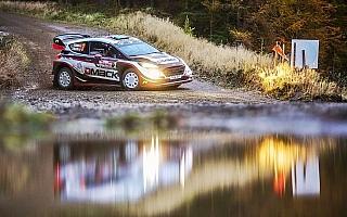 WRCラリーGB:エバンスが母国戦で初勝利目前、ポディウム争いはさらに白熱