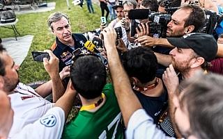 チーム・プジョー・トタル、サインツへのペナルティに抗議