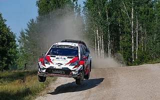 WRCフィンランド:デイ2を終えてタナックが首位、ラトバラも3番手につける好走