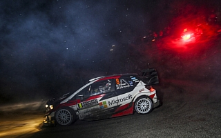 WRCモンテカルロ:開幕のナイトステージ2本を終えてオィット・タナックが首位発進