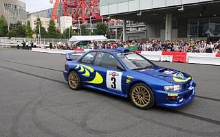メガウェブ20周年記念、レーシングカーとアーティストのコラボイベントを開催