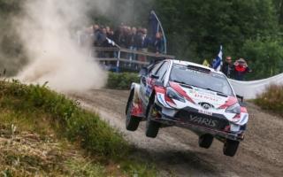 WRCフィンランド:ラトバラが6本のベストタイムを記録し首位。ミークは総合2位に、タナックは総合4位に