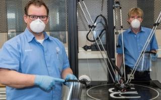 フォルクスワーゲン、3Dプリンターでフェイスシールドを生産