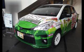 豊田市、コモ・スクエアにオリジナルラッピングのラリーカーを展示