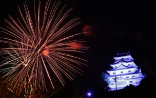 全日本ラリー唐津:コロナウイルス収束を願い、唐津の夜空に大輪咲く